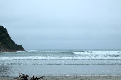 High tide grey spring morning, Little Wanganui