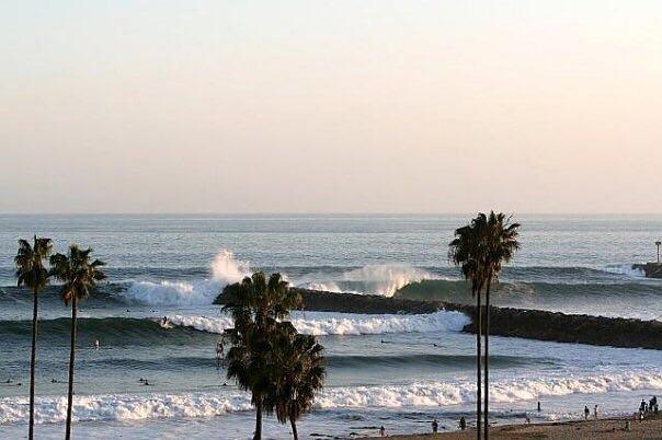 Corona Del Mar Jetty surf break