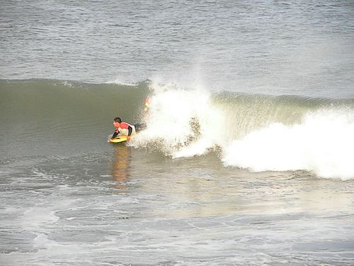 Buen dia de surf, Asuncion Bay