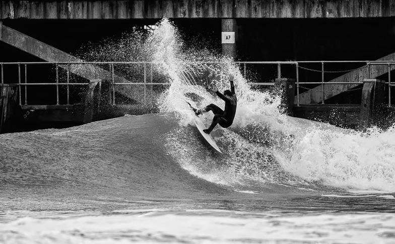 Bournemouth Pier surf break