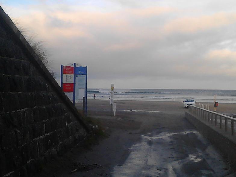 Downhill surf break