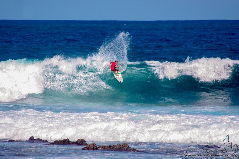 El Muelle surf break