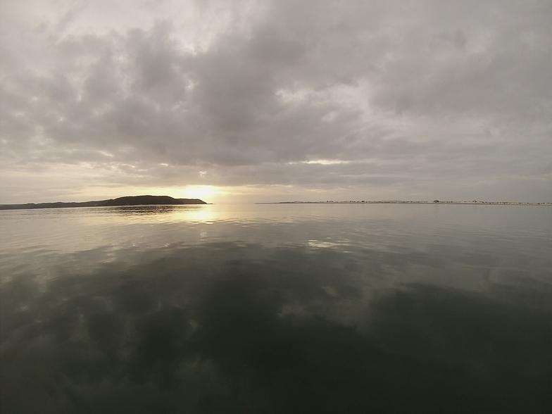 Tapotupoto Bay surf break