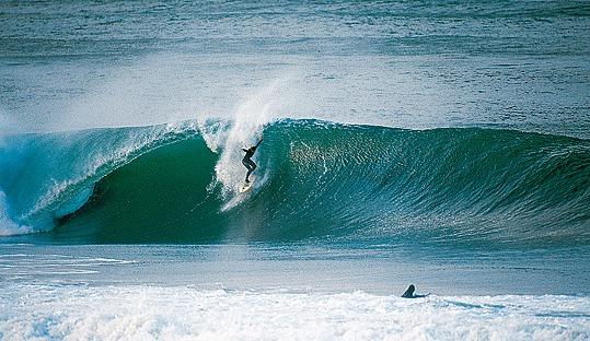 El Brusco surf break