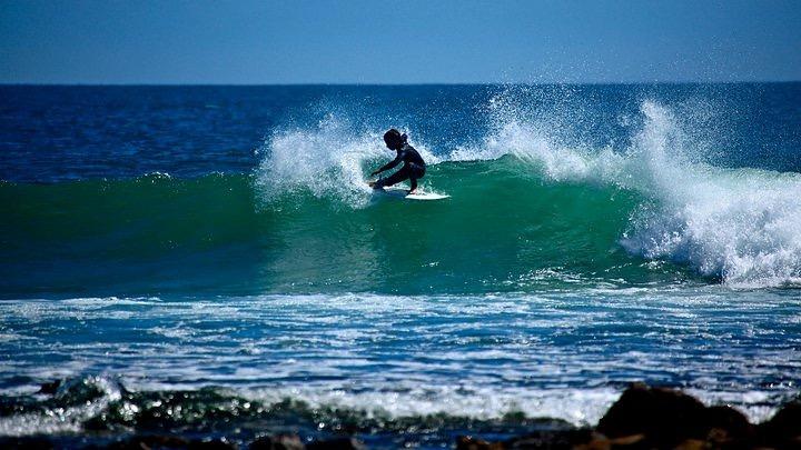 El Faro surf break