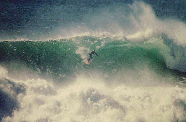 Razorblades surf break