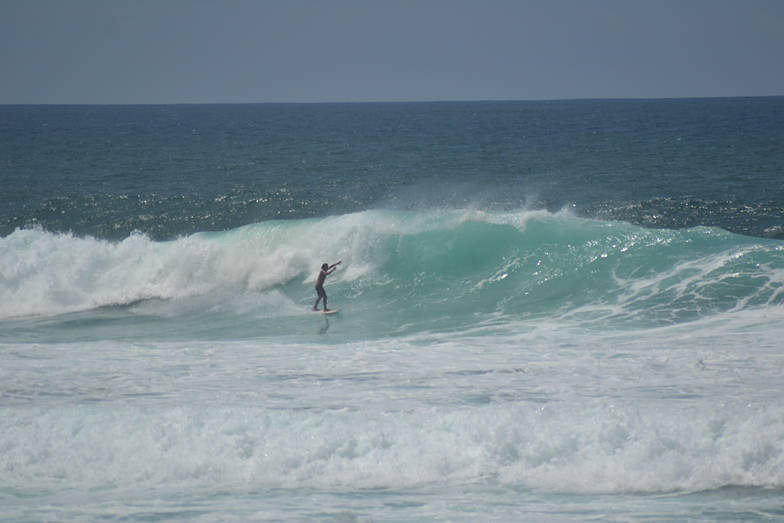 Left local surfer, Itaúna
