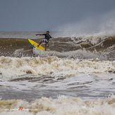 Lone surfer, Non Nuoc