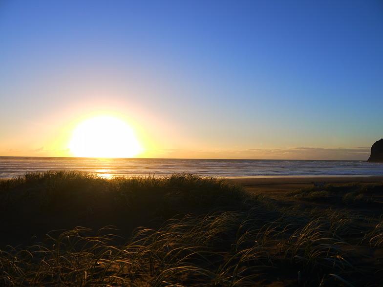 Sunset surf, Bethell's Beach / Te Henga