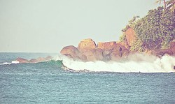 Right hander at morning, Mirissa photo