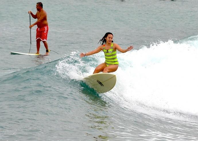 Kahului Harbor surf break