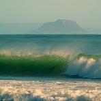 Surfs up, Maketu Bar