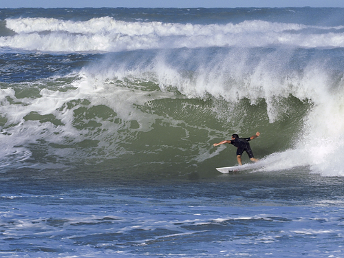 Logan Hayes March 2018, Riomar Reef waves behind