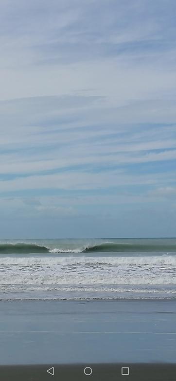 Kairaki Beach surf break