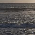 2 surfeurs alone near the rocks, Lesconil