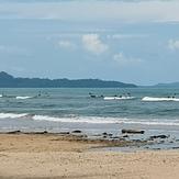 Many surfers at Cape Pakarang Right