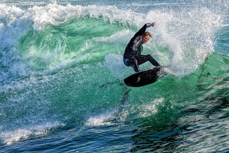 Hard turn at the point, Steamer Lane-The Point