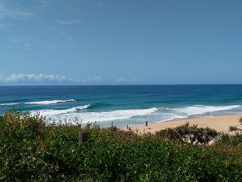 Saturday surf, Yaroomba Beach
