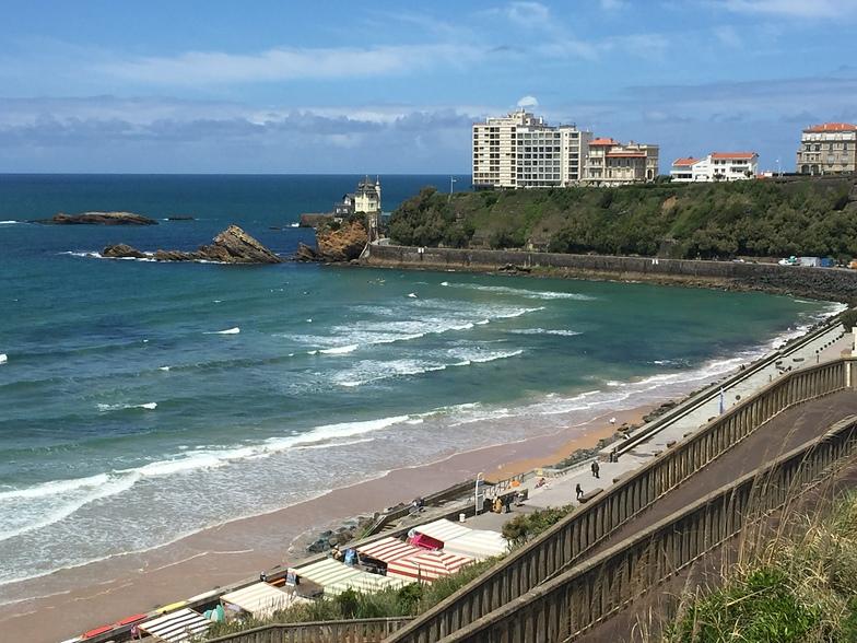 View from top of the 'falaises' on to La plage de la Côte des Basques, Biarritz - Cote des Basques