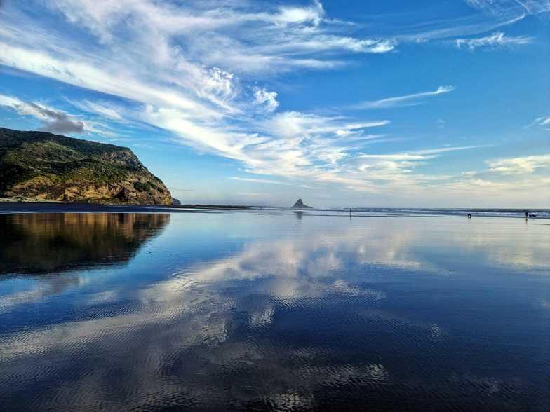 Glassy low tide, Karekare