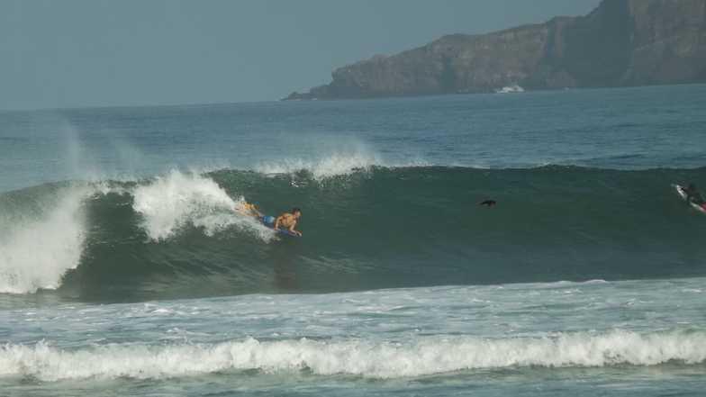 Los Pinos surf break