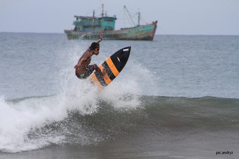 Batu Karas surf break