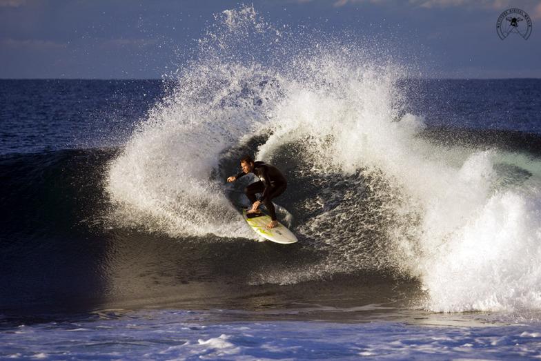 Cowries surf break
