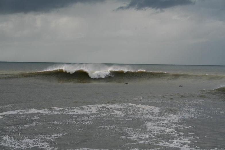 More big surf on the trap, Aberystwyth harbour trap