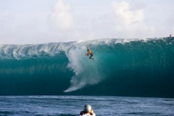 Wipeout at Teahupoo photo