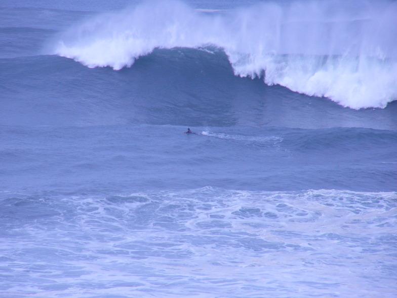 Menakoz surf break