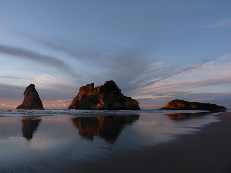 Wharariki Beach surf break