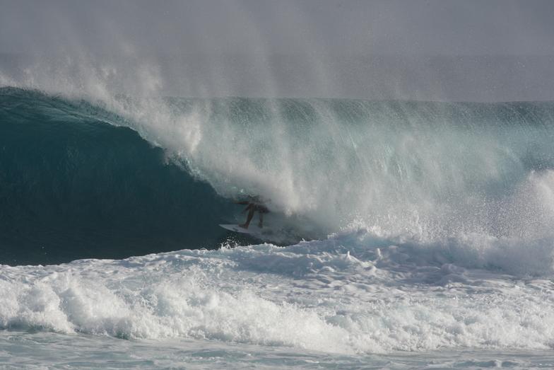 MATT TYNAN TUCKS INTO A MONSTER, Aganoa Beach