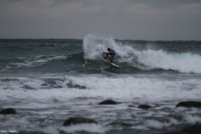 Hoddevik surf break
