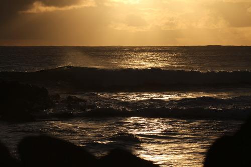 Sunset on the Hava, Motu Hava