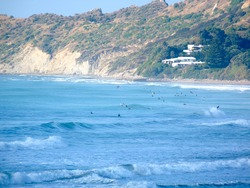 Crowded Stockroute, Wainui Beach - Stockroute photo