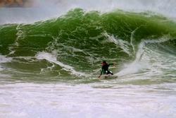 Dane Hall surfing Molhe Leste, Molho Leste photo