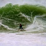 Dane Hall surfing Molhe Leste, Molho Leste