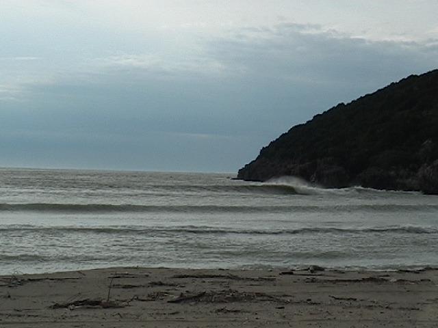 Amoudia Right surf break