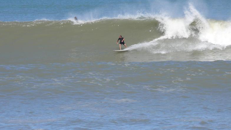 El Muelle surf break
