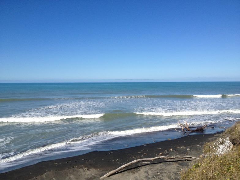 The Point (nr Wainui) surf break