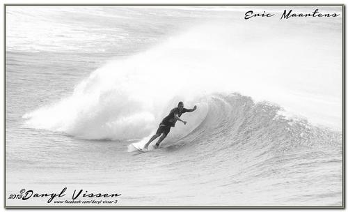 Eric setting up to get tubed, Alkantstrand