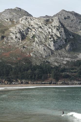 Human and Mountain, Islares