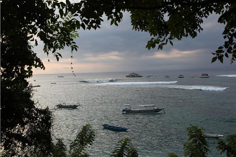 Playgrounds (Nusa Lembongan) surf break