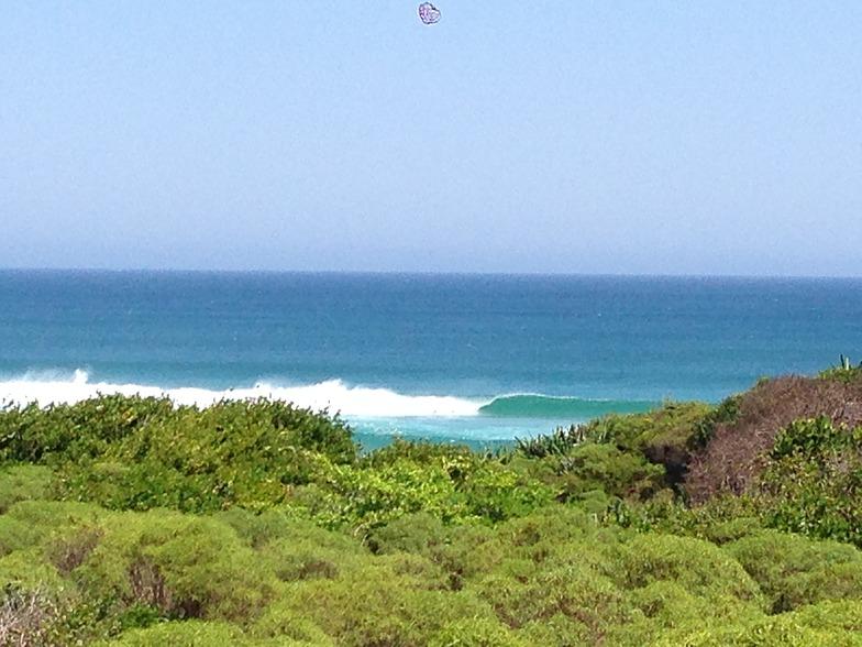 Ambinanibe surf break