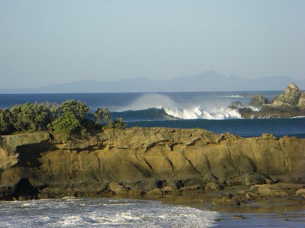 Tawharanui surf break