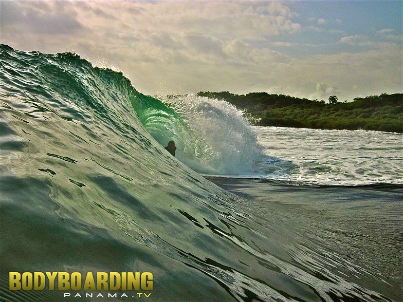V-Land surf break