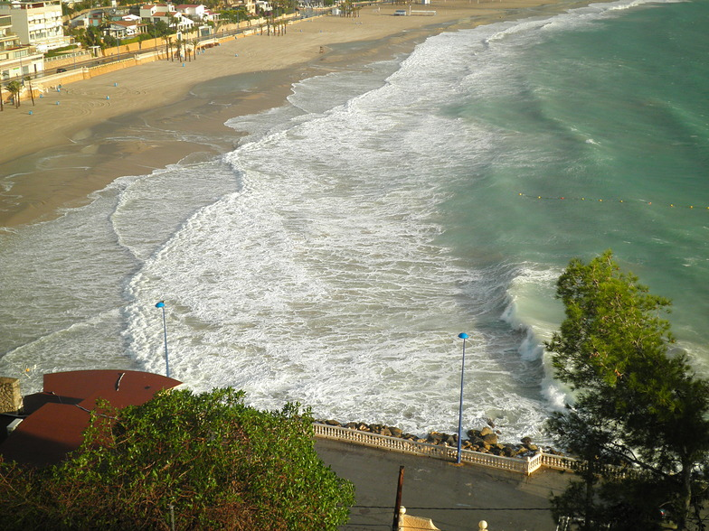 Playa Poniente break guide