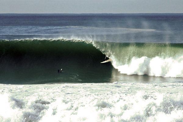 Coxos surf break