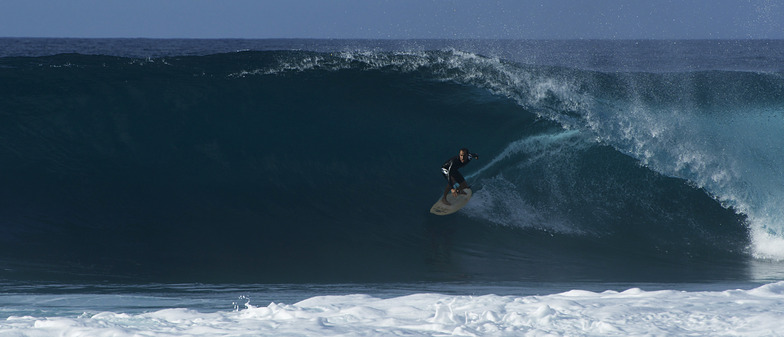 Banzai Pipeline and Backdoor surf break